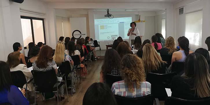 ComunidadMujer ALUMNI3 Institucionales Liderazgo Mujer y trabajo Noticias Noticias destacadas